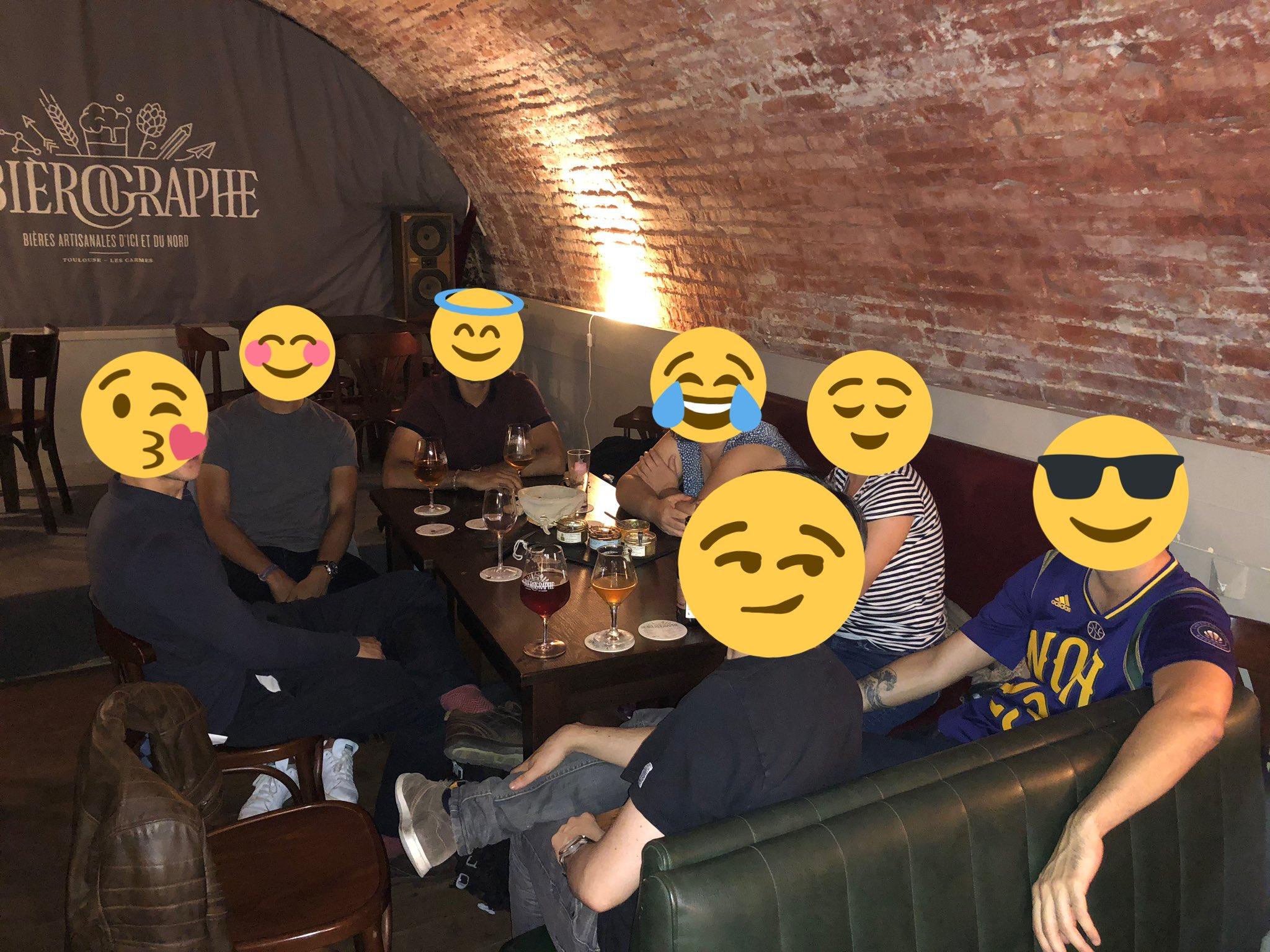 Photo de groupe des anciens diplômés présents à la soirée