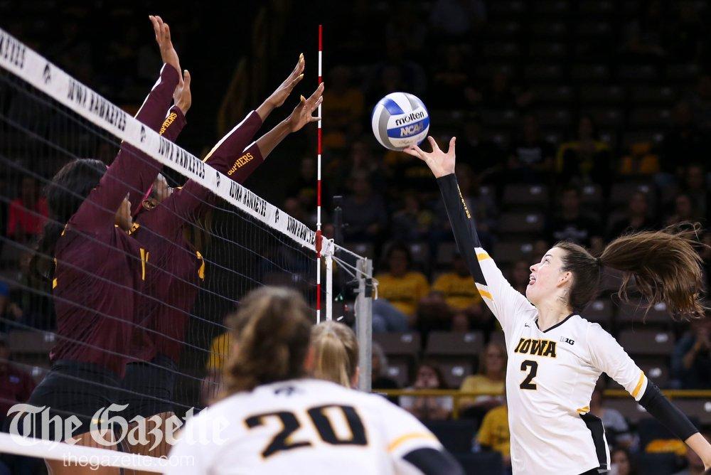 Minnesota def. Iowa tonight in college volleyball: 18-25, 25-21, 25-18, 30-28 PHOTOS: thegazette.com/subject/sports… @CRGazetteSports @douglasmilesCRG #Hawkeyes #B1G #NCAAVB #B1GVB