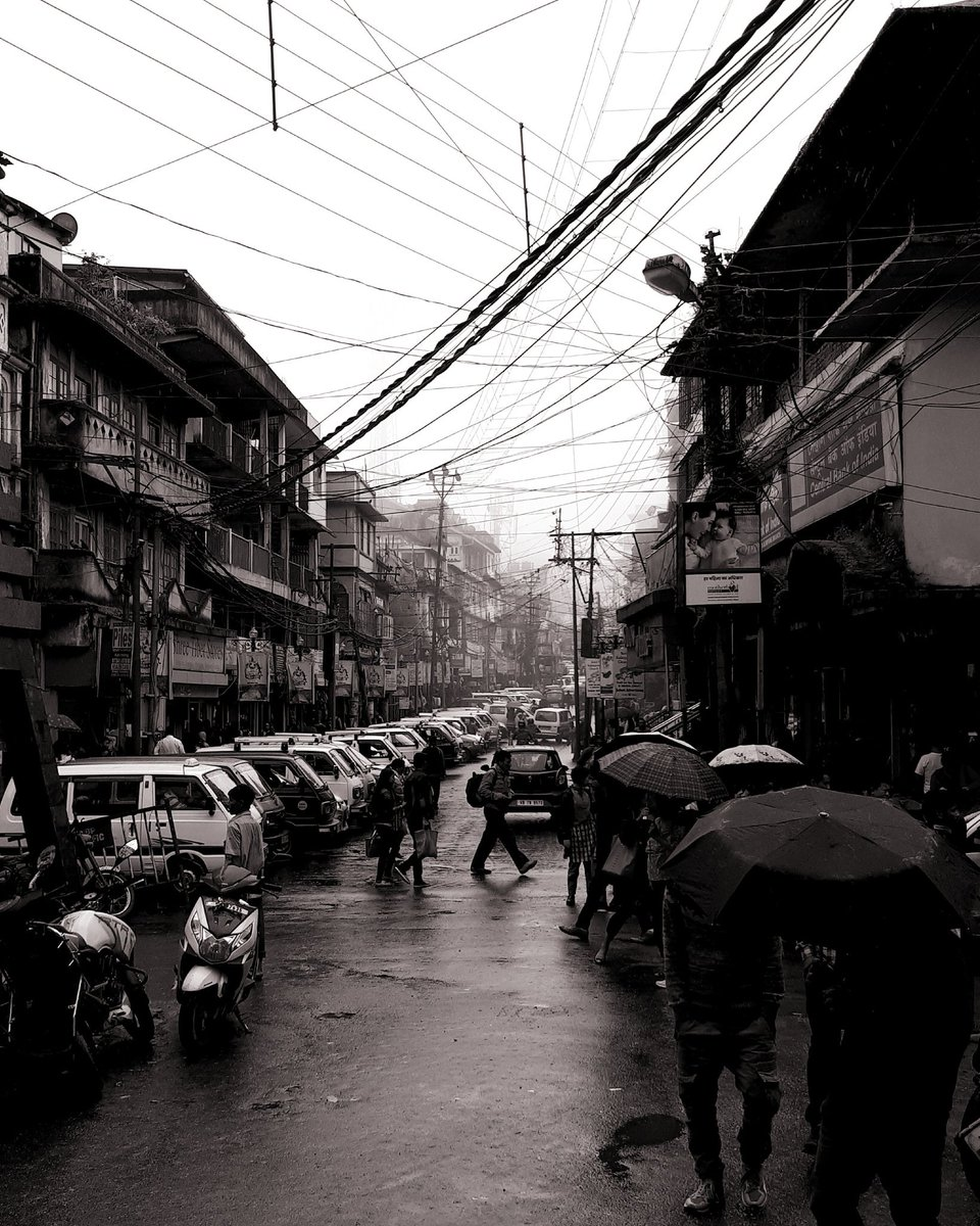 The main bazaar of Kalimpong town. This hill town, 2 and half hour from Bagdogra, has amazing natural beauty, and is often overlooked by tourists in favour of it's sister, Darjeeling. #travel #thursdaymorning #kalimpong #bengal #people #streetphotography https://t.co/MEBBtXs8bn
