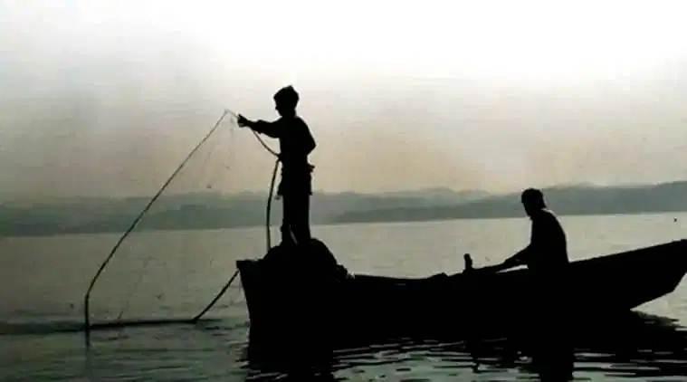 Four Tamil Nadu fishermen arrested by Lankan Navy bit.ly/2nVegAi