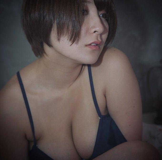 グラビアアイドル紺野栞のTwitter自撮りエロ画像19