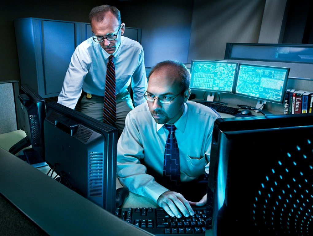 From computer scientist to data analyst to electronics technician, the #FBI has many positions for recent undergrad and graduate students with technical backgrounds. If technology is your specialty, you should apply for the Collegiate Hiring Initiative. ow.ly/lcXB50vVz4m