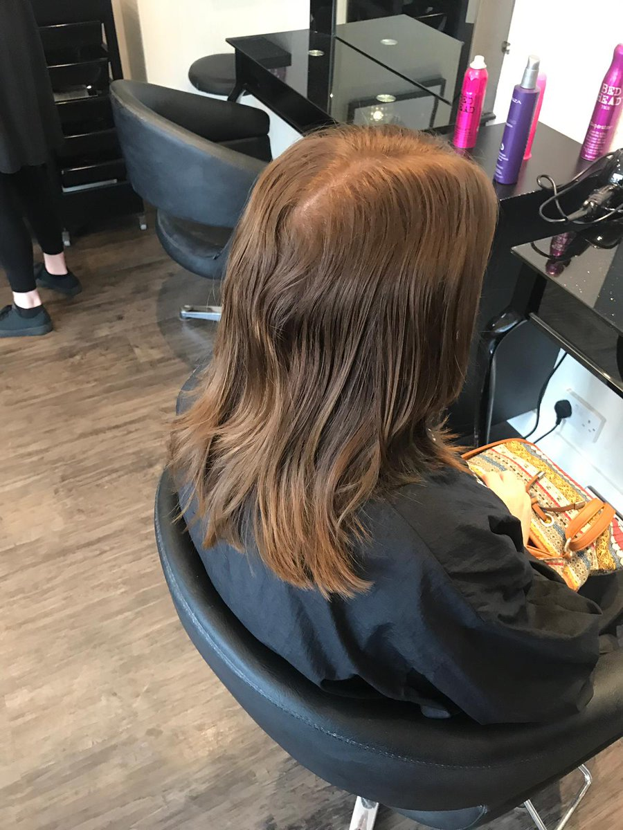Autumn is definitely the perfect time for a restyle 🍁 . Check out this restyle form earlier this week! New season, new you 💁♀️ . . #honeycomb #beehairhappy #autumn #restyle #newhair #newme #hairstylist #haircolourist #hairinspo #haircolourist #wella #wellaprofessionals #hair