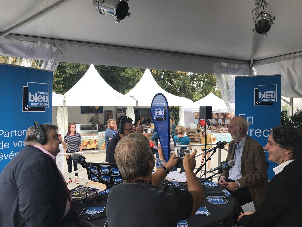 Bertrand Blier et Richard Patry sont actuellement sur la #FoiredeCaenMerci à notre parrain et invité d'honneur d'être avec nous, sous ce beau soleil normand ☀️ https://t.co/hIuOfaZwqf