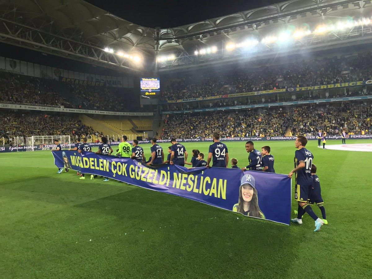 Fenerbahçeli oyuncular MKE Ankaragücü maçına Neslican Tay pankartıyla çıktı 👏👏 #neslicantay