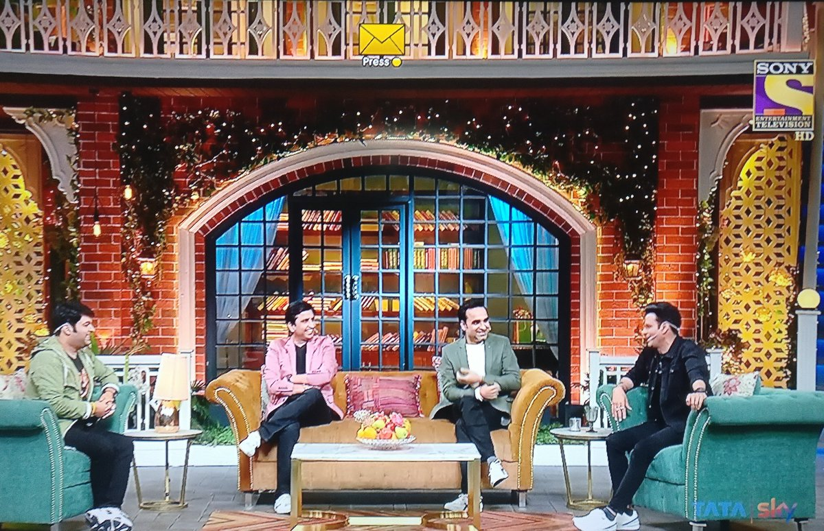 Deadliest trio: @DrKumarVishwas @TripathiiPankaj @BajpayeeManoj   Not an avid viewer of Kapil Sharma show but this one has been the best so far and Im glad I watched it. Close to this one is the episode where Asha Parekh, Waheeda Rehman and Helen were the guest. #kapilsharmashow <br>http://pic.twitter.com/sAdpXClnxV