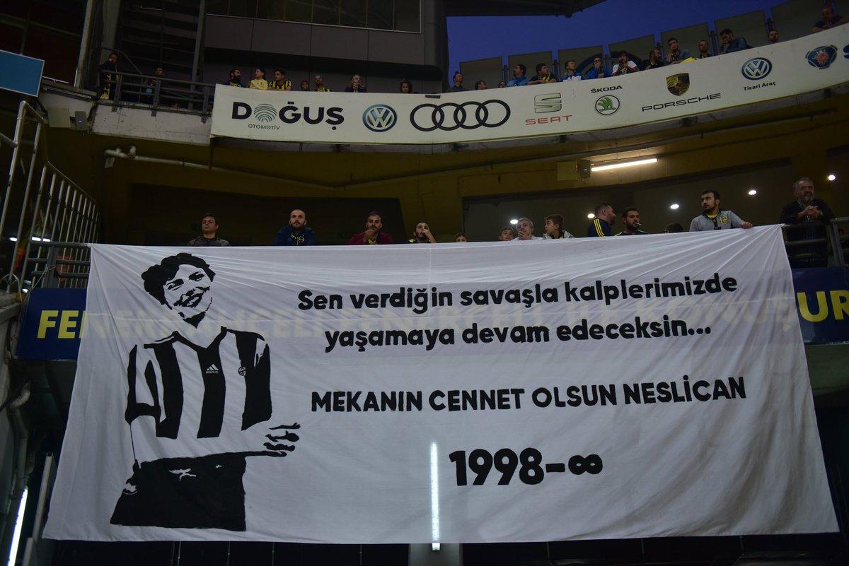 Ülker Stadyumunda Fenerbahçeli taraftarların Neslican Taya vedası.
