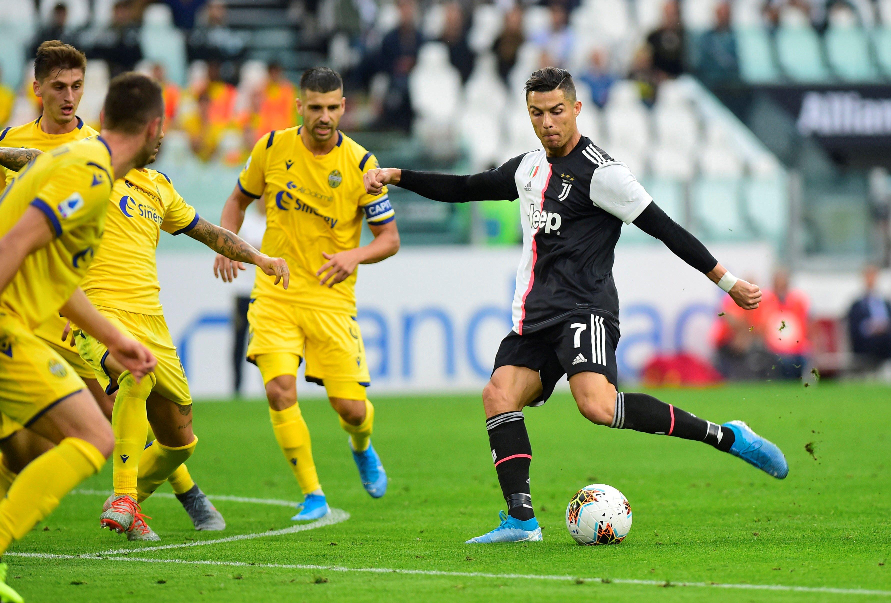 رونالدو ينقذ يوفنتوس ويقوده للفوز على هيلاس فيرونا في الدوري الايطالي