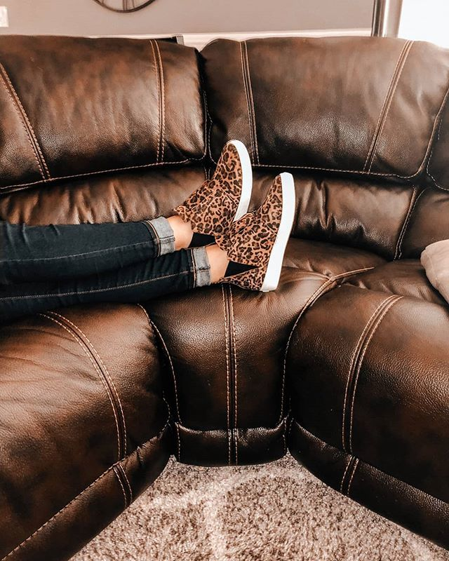 The Laurent in Brandy Leopard will make sure you stay fierce... Even when you're just crashing on the couch.¯\_(ツ)_/¯.....#mizmooz #shoes #newarrivals #fall19 #fw19 #fashion #boots #ankleboots #booties #metallic #trendy #heels #inspire… https://ift.tt/2V8kbxS