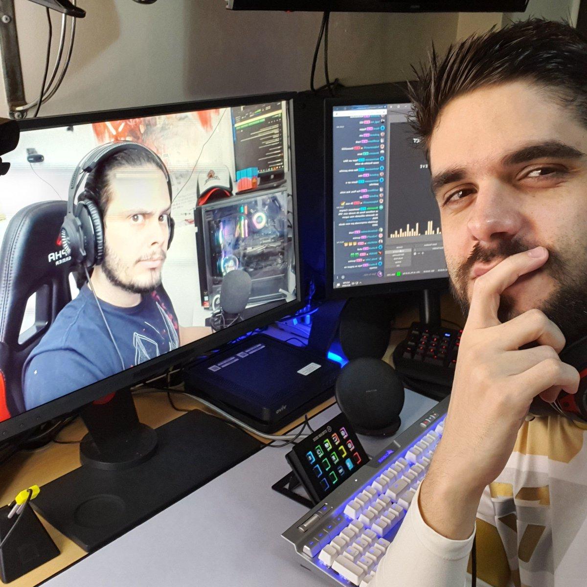 Stream começando. Hoje eh dia de jogar uns duos com esse homem maravilhoso. Bora @Anarqui4_ ! LIVE NOW! mixer.com/pava By @WatchMixer @teamoneesports