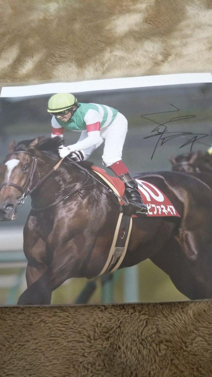 神戸新聞杯のエピファネィアとオークスのシーザリオ😃祐一くんに祝賀会でサインしてもらった