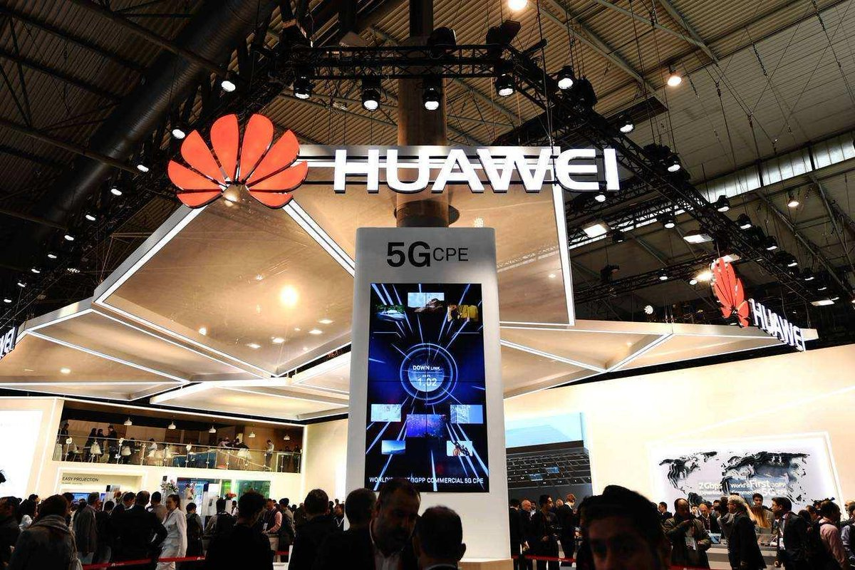 Huawei unveiled a 5G training center in Birmingham, the UK on Friday, which is expected to train over 1,000 5G engineers every year <br>http://pic.twitter.com/AbvPGsP2LQ