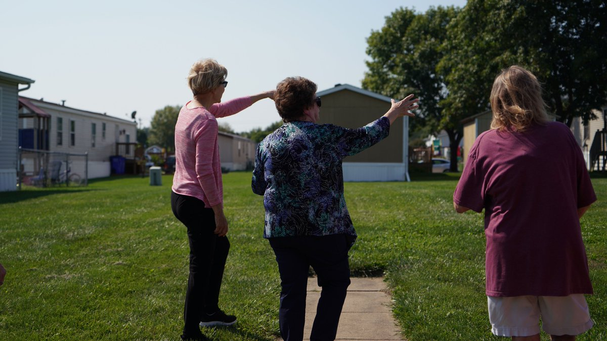 Elizabeth Warren attends a housing tour of Golfview Mobile Home Court.