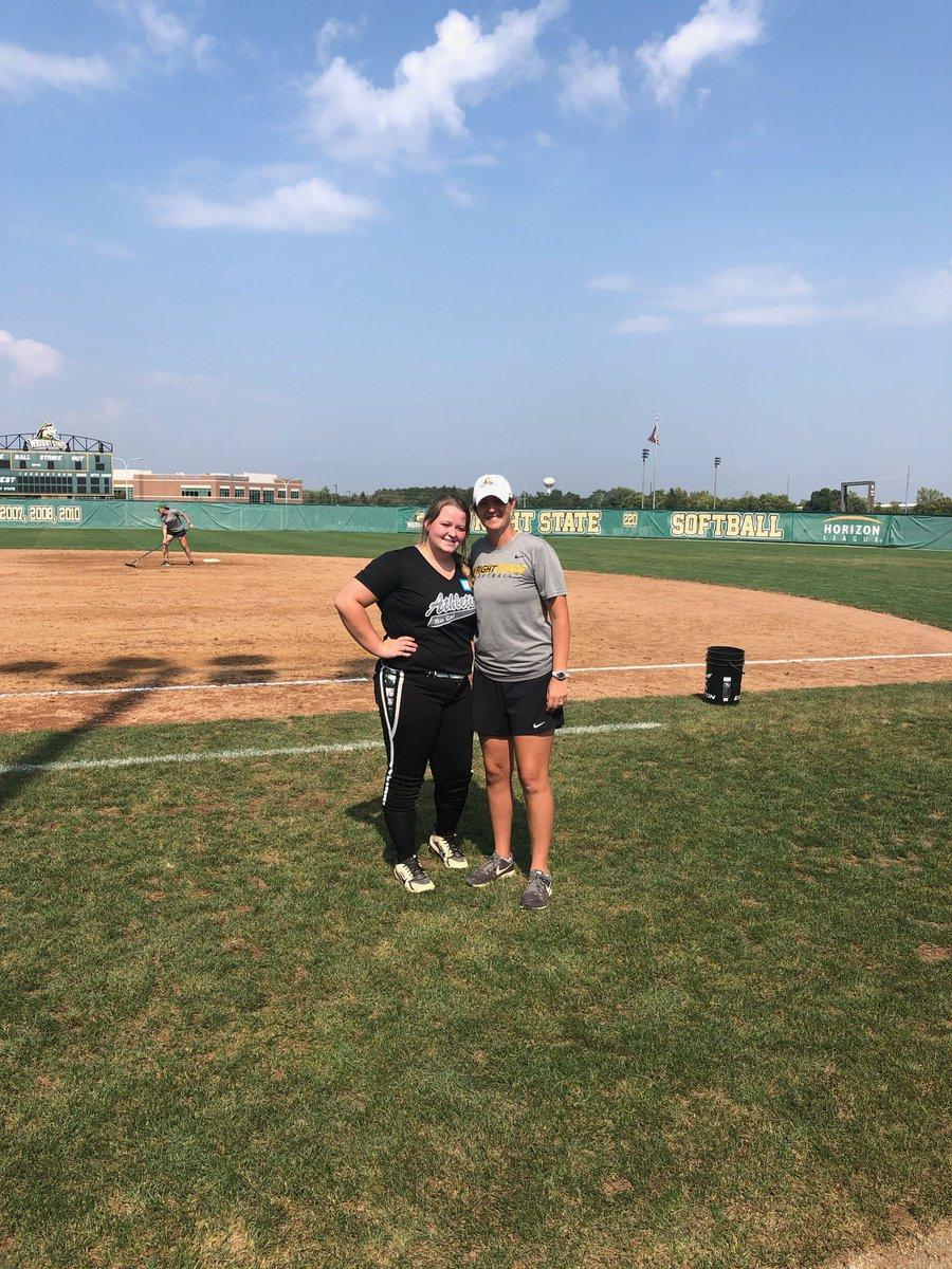 Thank you @LauraMatthews12 for putting on such a great camp today! I had so much fun and learned a lot to take home and work on! Loved working with you and your team.🥎💚