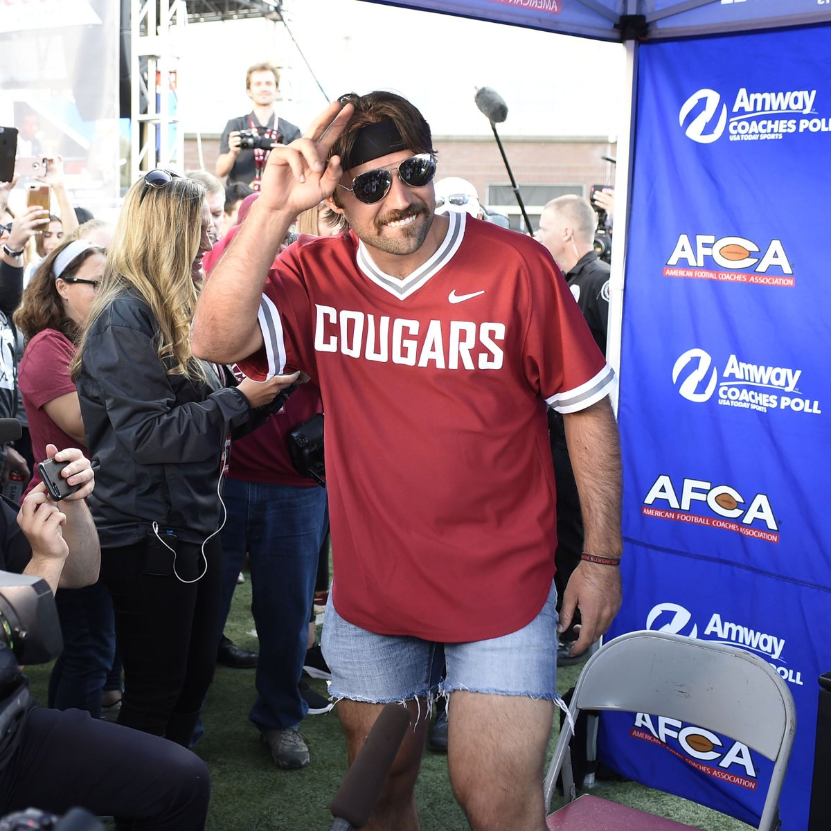 Cougs shirt. Short jorts. Headband. Glasses. Gardner Minshew is back in Pullman supporting Washington State 😂