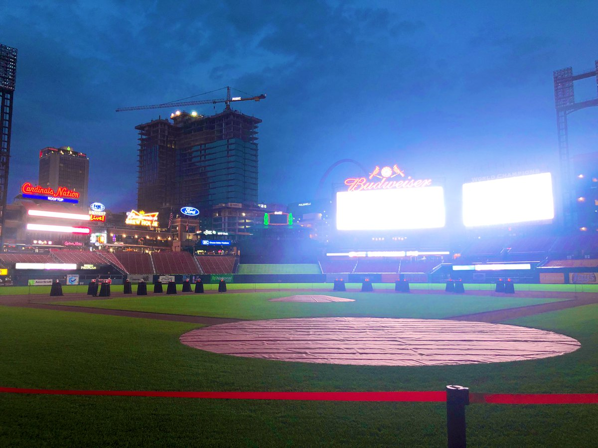 A beautiful night to raise money for @mercysaintlouis and #Mercykids at Busch Stadium! Congrats on a successful event and thank you for all you do. 👏🏼
