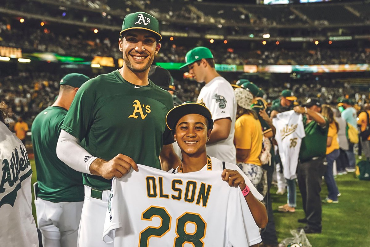 Jersey Off Their Backs raffle winners met with the guys after the game tonight to claim their prizes and snag some autographs. #RootedInOakland  <br>http://pic.twitter.com/UnpgU5Lmgl