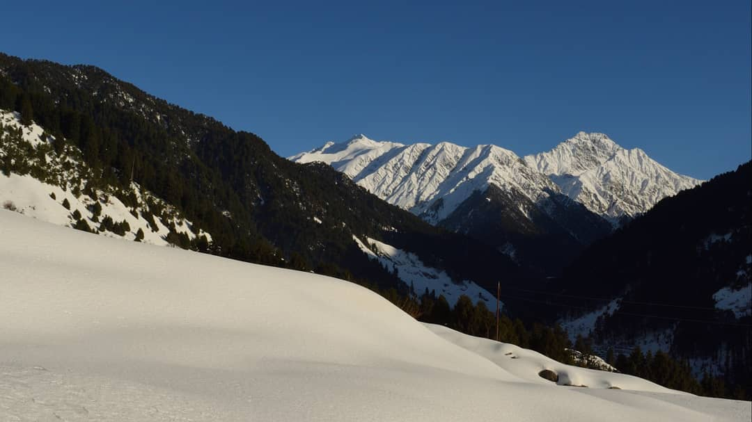 Himalayas are the mountains of revelations, the place that made me realise how incomplete my life is without the Nature, its the very element in which the cycles of life and death occur and this realization is a completely different experience <br>http://pic.twitter.com/HIMNNKq9Li