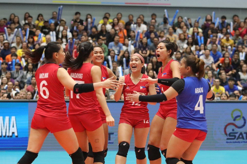 After some cardiac moments, the Women's National Team gutted out their first win of the ASEAN Grand Prix against Vietnam, 25-21, 22-25, 25-21,15-25, 15-12  <br>http://pic.twitter.com/fYv5HMJCGS
