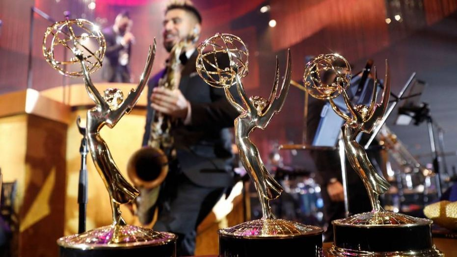 """2019 Emmys: A look inside the Governors Ball, and what celebrities can expect at the official after-party   https:// glamur.news/198-2019-emmys -a-look-inside-the-governors-ball-and-what-celebrities-can-expect-at-the-official-after-party.html  …  [ur_=#""""][/ur_]After the 71st Emmy Awards telecast on Sunday concludes, TV'sbrightest stars will make their way over to the L.A. LiveEvent Deck f...<br>http://pic.twitter.com/F5zYM8uGjT"""