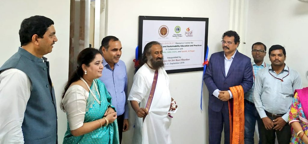 Launched the @SriSriU Resource Center for Climate Change & Sustainability Education & Practices, developed in collaboration with Noble Laureate Al Gore's Climate Reality Project, India office.