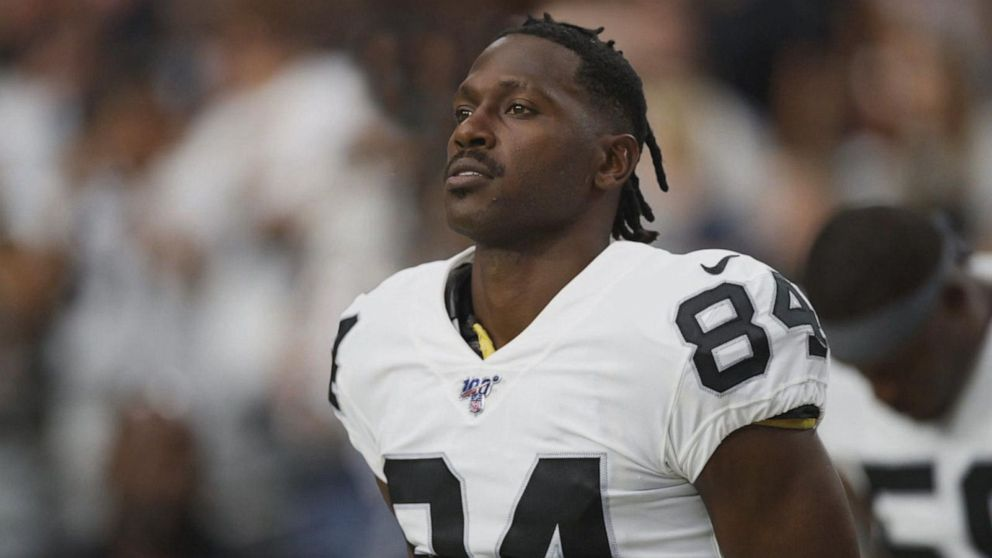 THIS MORNING ON @GMA: Antonio Brown faces new allegations after a second woman accuses him of sexual misconduct. This comes only one day after The New England Patriots released the star wide receiver. @sramosABC has the story.  http:// gma.abc/2kMD8bW     <br>http://pic.twitter.com/qvV24LFEAd