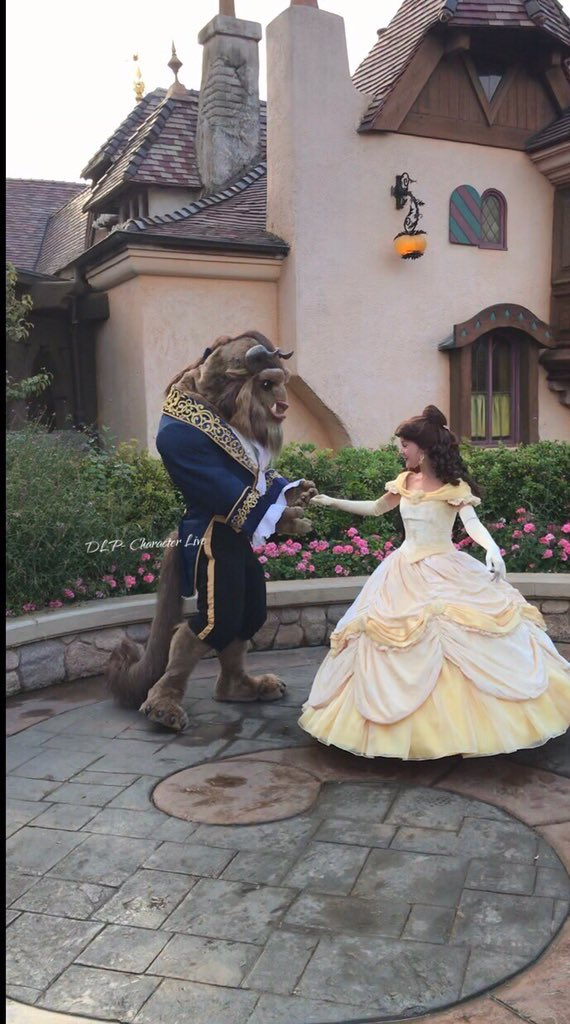 LIVE : Omg! Yes!!! Time to meet Belle & the Beast! Early morning at Disneyland Paris!!! #DLPLive #Disney #RunDisney #Disneyrun #Disneylandparis #DLP<br>http://pic.twitter.com/h1AwxhK1vm