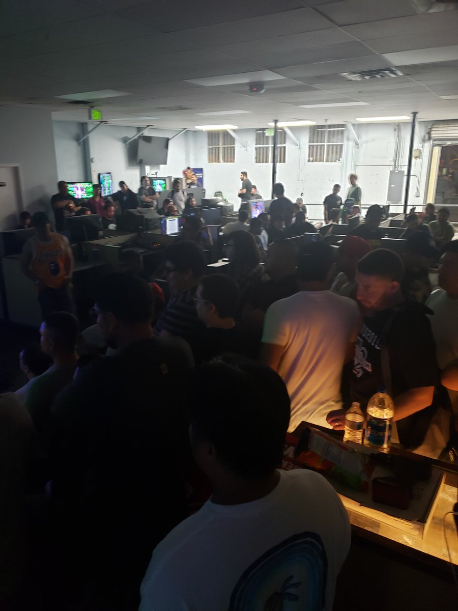 I don't know how many MVC2 set ups we got going, but there's a bunch lol!  http://Www. twitch.tv/superarcade    <br>http://pic.twitter.com/Xdb8H57LHx