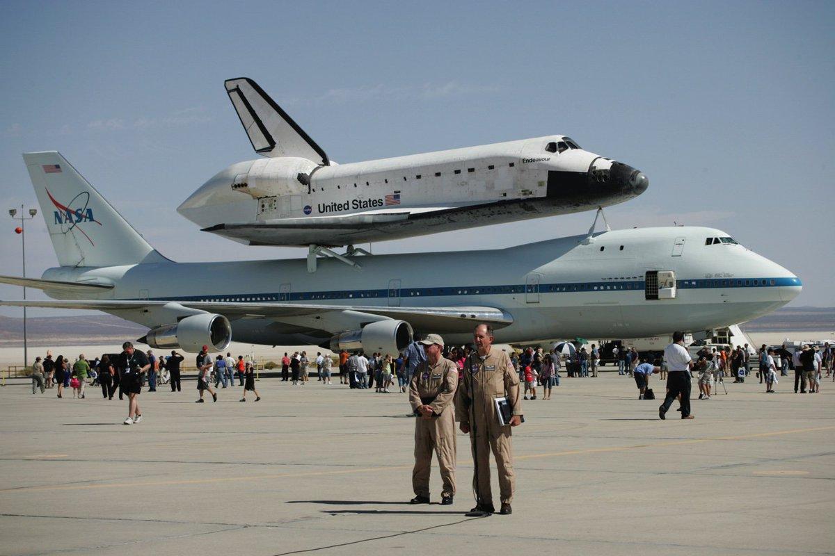 #SpaceShuttleEndeavour & #NASA905Heavy #NasaSCA at @NASAArmstrong during post flight interviews 09-20-12