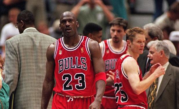NBA史上最瘋狂的挖角!空白支票讓喬丹隨便填,但最終還是功虧一簣