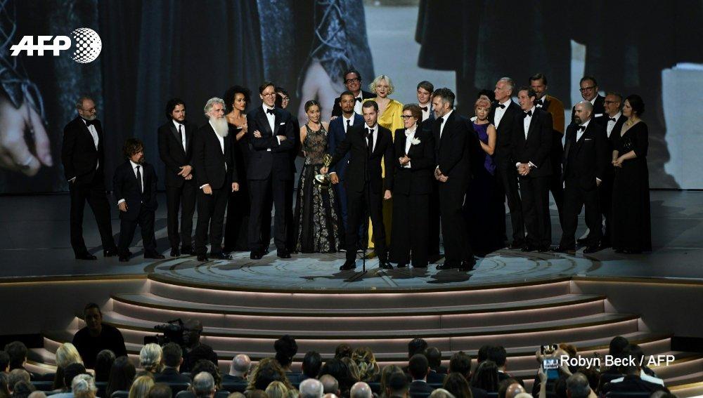 Des vedettes venues de Westeros & de la Maison-Blanche. Cette nuit se tiennent les #EmmyAwards2019 où Game of Thrones & Veep (HBO) tenteront de repousser leurs concurrents pour soffrir leurs toutes dernières récompenses u.afp.com/Jbrq @andrewmarszal @lbanguet #AFP
