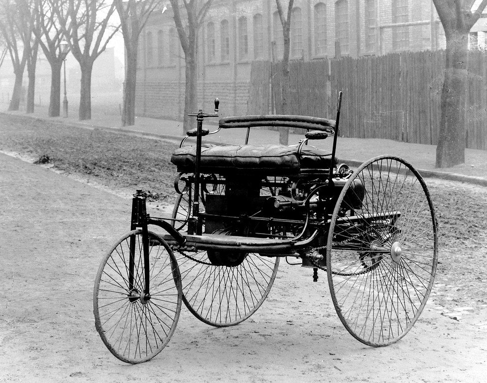 Epoch-making: Daimler, makers of 1st gasoline-powered car in 1886, will not develop any new internal combustion engines as it focuses on electric vehicles The internal combustion engine is getting put out to pasture: The times they are a-climate-changin interestingengineering.com/daimler-has-no…