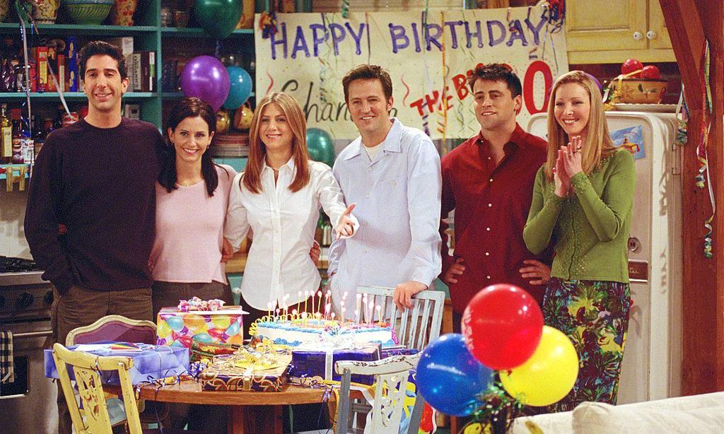 Гифка из друзей с днем рождения