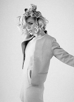 Happy Birthday Billie Piper!! I wish all the best enjoy on your day!!