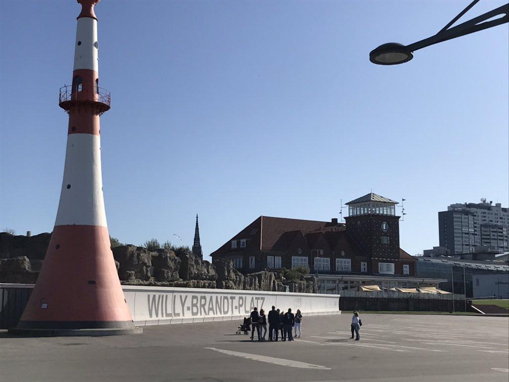 Wer hat den schönsten Willy-Brandt-Platz? Keine Ahnung, aber @Ottostadt #Magdeburg schon mal nicht. Der in @BremerhavenInfo #Bremerhaven ist schöner... #WillyBrandtPlatz pic.twitter.com/77YhAs0yMo