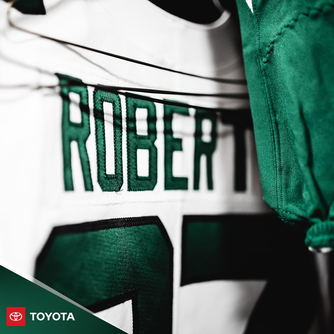 White tops, green bottoms for our road debut. #NYJvsNE | #TakeFlight