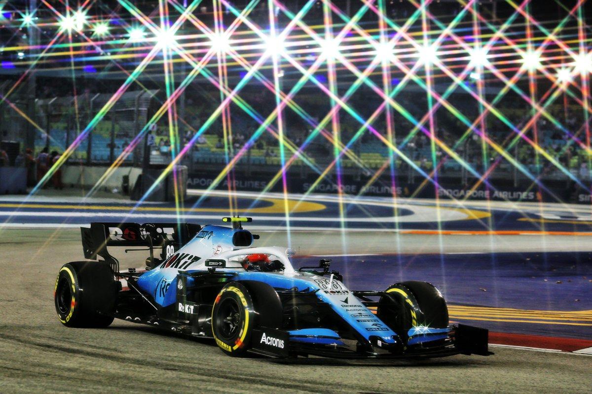 Wieczorna rywalizacja na ulicach Singapuru za nami. Robert #Kubica, po dobrej jeździe, dojechał do mety #SingaporeGP na 16. pozycji. Zwyciężył Sebastian Vettel👏 #SupportKubica  Robert #Kubica finishes #SingaporeGP P16. Sebastian Vettel wins the race👏  #SupportKubica