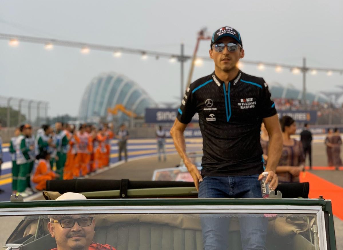 #RK88 eyeing up the #SingaporeGP  Drivers' Parade done. The countdown to lights out is on 👊
