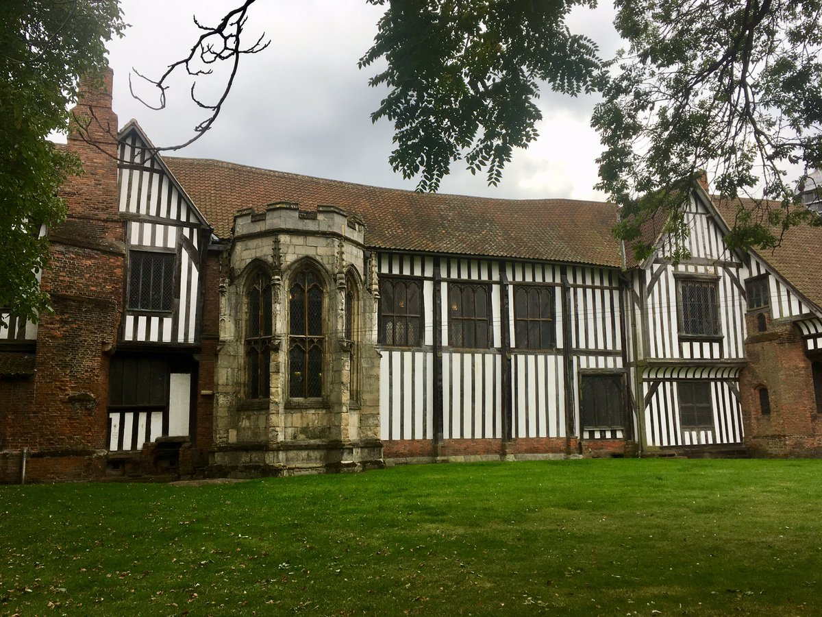 Now for the jewel in today's crown, Gainsborough Old Hall. #LincsRoses19 <br>http://pic.twitter.com/qpAnRITW3V