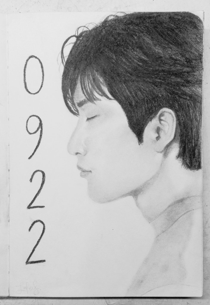 before #HeyGuysItsJinyoungDay ends here's my jinyoung portrait attempt i did a few weeks ago !  0922 happy jinyoung day !   #GOT7  #GOT7fanart <br>http://pic.twitter.com/JDHsEjGYqO
