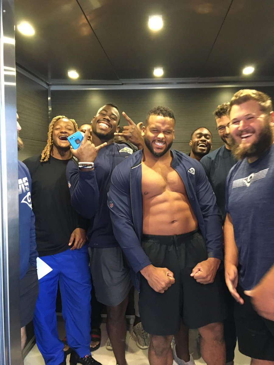 My cousins coworker is at the hotel in Cleveland (Rams fan). His wife went to get on the elevator and this is what she saw. LMAO! Do work tonight fellaz! @RamsNFL @AaronDonald97 @SJD_51 @brandincooks