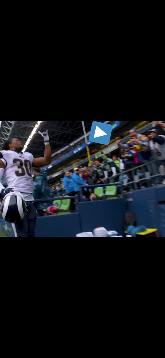 @hueyBlootin @FieldGulls The cool part about that picture, is the Rams video team caught the reverse angle. Here is my taking that picture from their view.