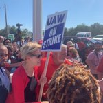 Image for the Tweet beginning: In Detroit, ⁦@ewarren⁩ joins UAW