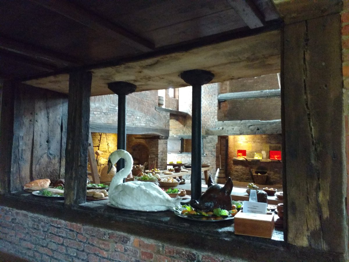 #LincsRoses19  it's worth visiting @GainsOldHall just for their wonderful kitchen.<br>http://pic.twitter.com/u7G6PTbMlD