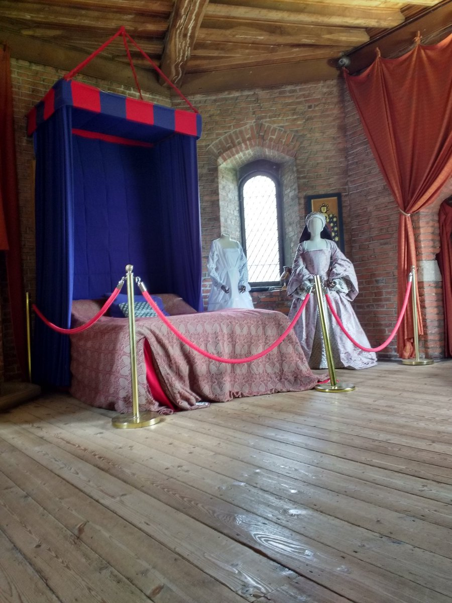 #LincsRoses19 and apparently this is most likely the part of @GainsOldHall that Richard III stayed in.<br>http://pic.twitter.com/YjM200Y83I