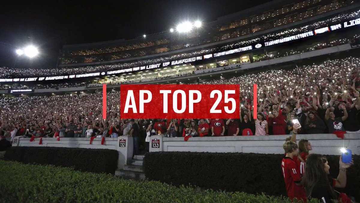 POLL ALERT: Wisconsin breaks into top 10 of AP Top 25 presented by @askRegions; Cal up to No. 15; Michigan, Utah, UCF fall; Clemson stays No. 1. Full poll: apnews.com/APTop25College… For more AP college football coverage: apnews.com/Collegefootball