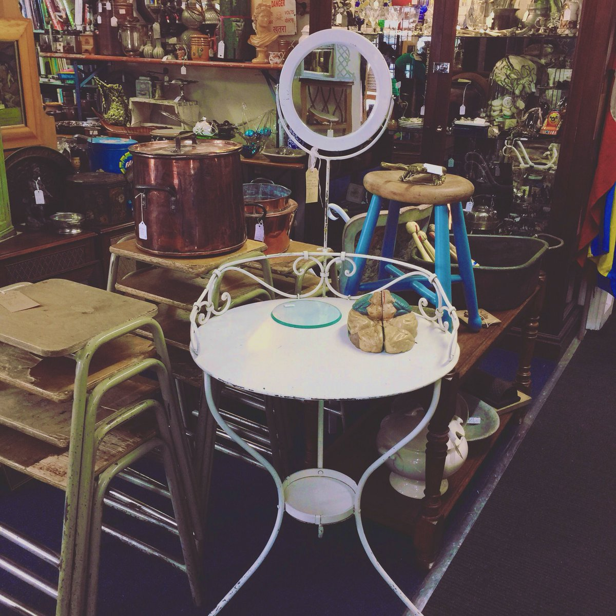 Enjoy your evening! #frenchwashstand #europeangoodies #astraantiquescentre #hemswell #lincolnshire #antiqueshunting #backopentomorrow https://t.co/A0hY8kJXJE