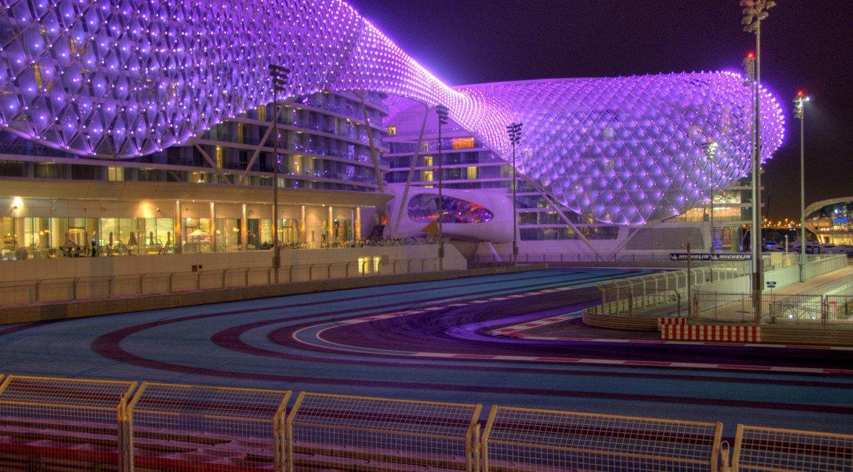PRIMERA CARRERA! Esto ya comienza!  🎮@Formula1game 🏆@AERO_esp #Thrustmaster 🚥GP ABU DABHI 📅 22/09 ⏰ 22:00h 🖥 Retransmisión Directo: http://www.twitch.com/tv/aero__esports… 🎙@cocoloco300