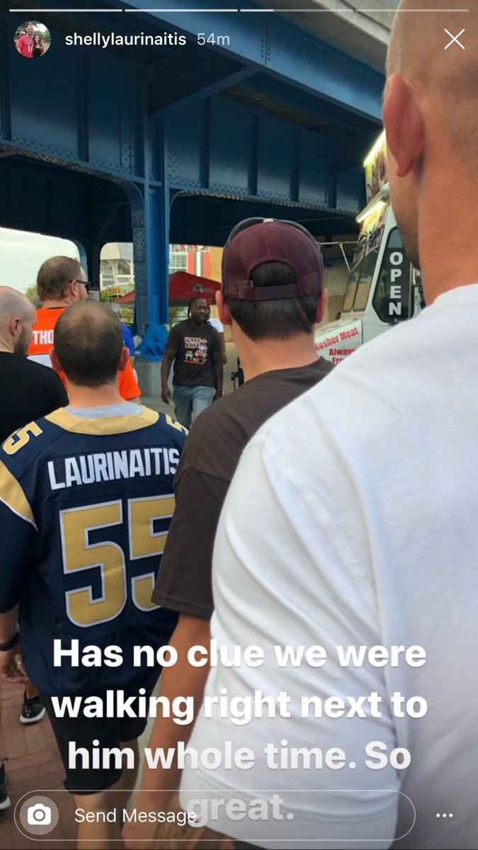James Laurinaitis is having fun in Cleveland tonight<br>http://pic.twitter.com/8MdFVHJcwM