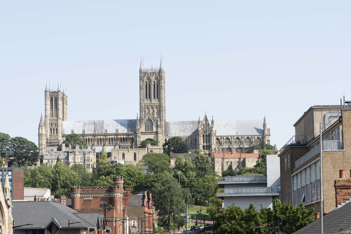 We love how Lincoln Cathedral stands out above the town... What a beautiful building! What is your favourite aspect of Lincoln? #lincoln #cathedral #beautiful #lincolnshirepride <br>http://pic.twitter.com/KUgjC9lE54